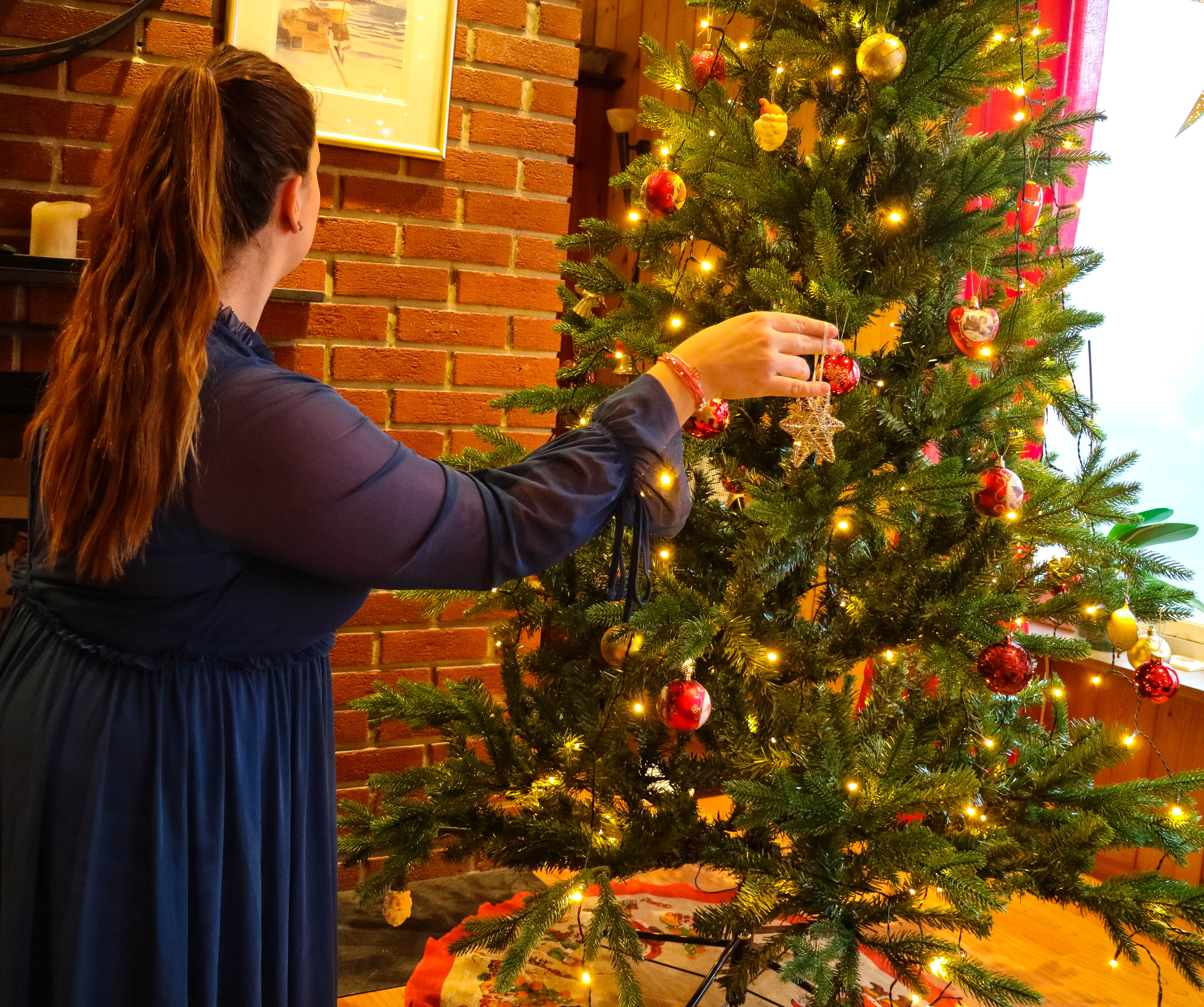 Norwegian christmas traditions include decorating the tree, as in most countries.