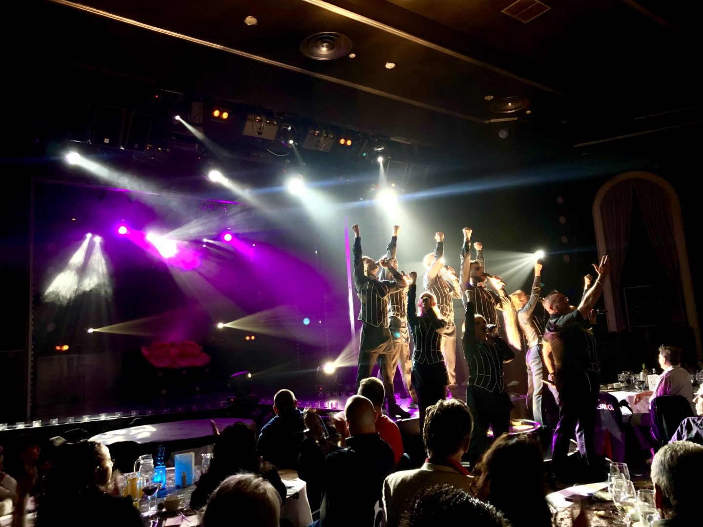 Things to do in Maspalomas and Playa del Ingles - Garbos dinner show