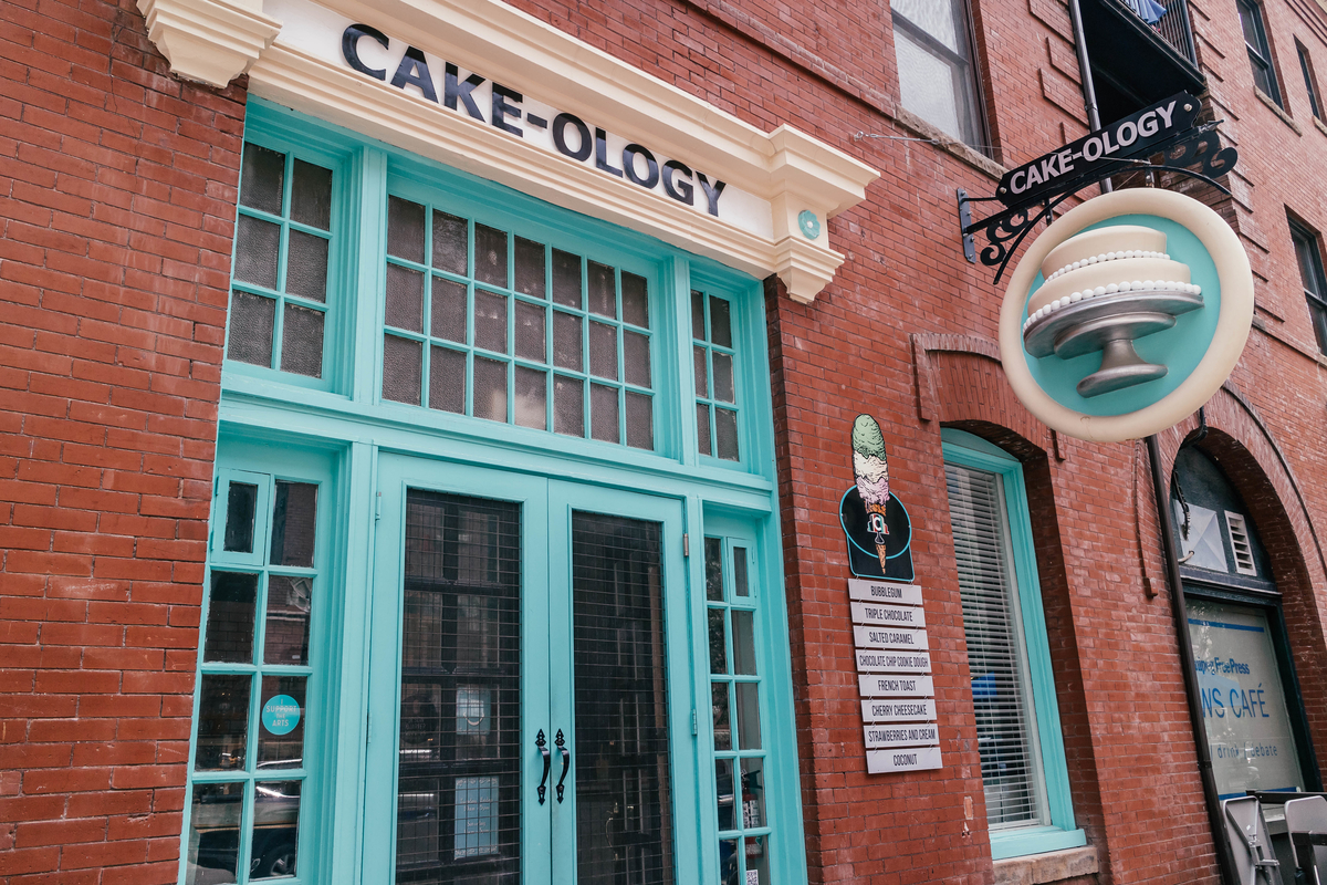 place to eat in winnipeg, cakeology in the exchange district